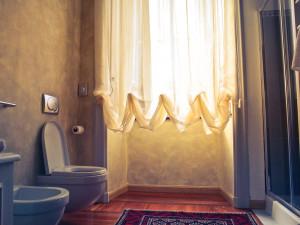 Podpowiadamy: jakie rolety do łazienki wybrać?